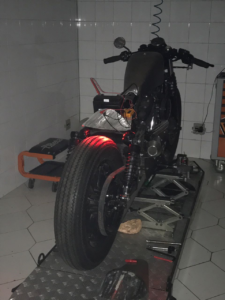 Customização Cafe Racer 883R-sportster-harleydavidson